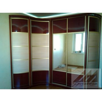 Варианты радиусных шкафов с шкафами купе с зеркалом