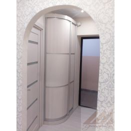 Узкий шкаф с угловым элементом