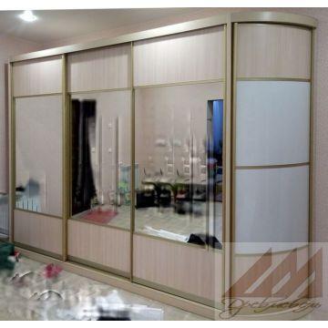 Шкаф купе с зеркалом и радиусным элементом
