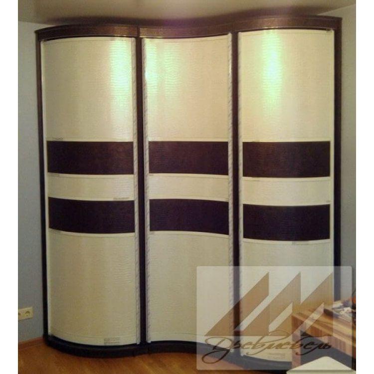 Композиции из распашных радиусных угловых шкафов.